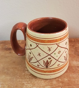 Keramikmugg Ystad. Gott skick. Höjd 10,5 cm och diam. botten 10,5 cm. 50 SEK