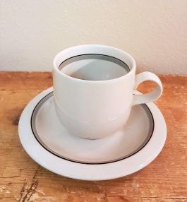 """6 st kaffekoppar ARABIA """"Airisto"""". Fint skick. Diam. kopp 6,5 cm. Diam. fat 13,5 cm. 300 SEK"""