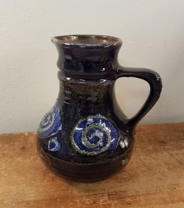 Vas/bringare från Strehla. Höjd 15 cm. 60 SEK