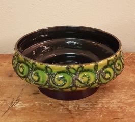 Skål från Strehla med vackert grönt mönster. Diam. 17,5 cm. Höjd 7,5 cm. Fint skick. 75 SEK