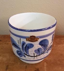 Dekorativ kruka BAY Keramik. Höjd ca 10 cm. Diam. 11 cm. Fint skick. 60 SEK