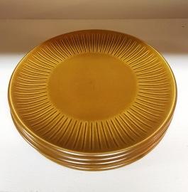 7 st assietter Bo Fajans. Diam. 18,5 cm. Fint skick. 200 SEK
