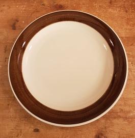 """4 st assietter Rörstrand """"Koka Brun"""". Diam. 21 cm. Fint skick, inga repor eller nagg. 160 SEK"""