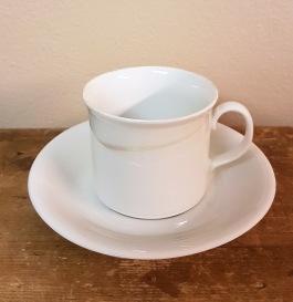 "12 st kaffekoppar med fat ""Clair de Lune"" Rörstrand. Diam. fat 13,5 cm. Diam. kopp 7 cm. Höjd kopp 6,5 cm. Fint skick. 360 SEK"