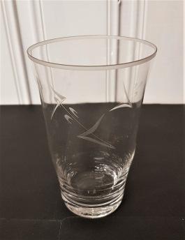 10 st Grogglas med slipning. Höjd 13,5 cm. Diam. upptill 8,5 cm. Fint skick, inga nagg. 400 SEK