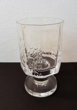 "1 st vinglas Ittala ""Kalinka"". Fint skick. Höjd 11,5 cm, diam. 6,5 cm. 50 SEK"