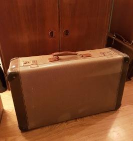Gammal resväska. 250 SEK