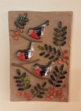 Keramiktavla DECO - fåglar. Höjd 29,5 cm. Bredd 20 cm. Fint skick. 75 SEK