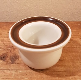 """Äggkopp Rörstrand """"Forma"""" (4). Höjd ca 4 cm, ytterdiam. 7 cm. Fint skick. 30 SEK/st"""