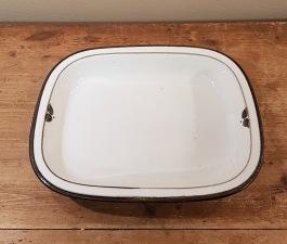 """Stor ugnssäker form Rörstrand """"Nordica"""". Längd 31 cm, bredd 25,5 cm. Fint skick sånär som på ett par små fläckar. 95 SEK"""