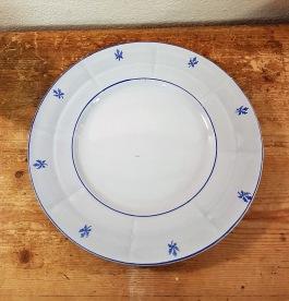 "Assiett Gefle ""Menuett"". Diam. 18,5 cm. 25 SEK"