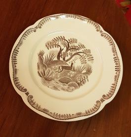 "5 st tallrikar Gefle ""Tibet"". Dekor Arthur Percy. I produktion 1933-43. Gott bruksskick. Diam. 24 cm. 150 SEK"