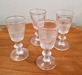 Diverse äldre pressglas. Höjd ca 9-10 cm. Fint skick. 50 SEK/st