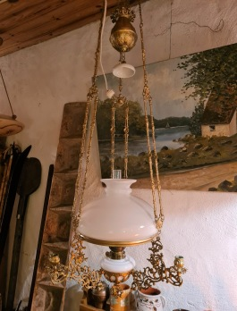 Fotogenlampa (tak), ombyggd för el. Elen ej testad. Från tak 125 cm, diam. armar ca 40 cm. Justerbar höjd. 1000 SEK