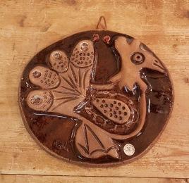 """Keramiktavla Laholm """"Fågel"""". Etikettmärkt och signerad C.N. Fint skick. Höjd 22,5 cm och bredd 25 cm. 75 SEK"""