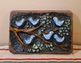 """Keramiktavla """"Fåglar"""", Norrmans. Längd 25,5 cm. Höjd 17 cm. Fint skick. 75 SEK"""