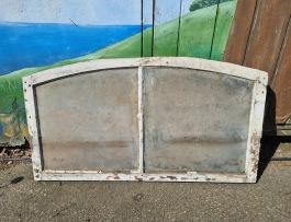 Gammalt fönster (2). Bredd 105,5 cm. Höjd 57,5 cm. Renoveringsobjekt. 350 SEK