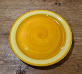 11 st solgula assietter GABRIEL. Diam. 18,5 cm. Kjell Blomberg. Fint skick. 250 SEK
