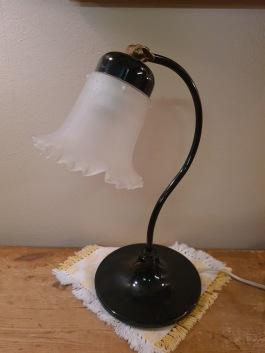 """Bordslampa med metallfot. Ställbar skärm. Höjd ca 35,5 cm. Märkt """"Ivars"""" under foten. 350 SEK"""