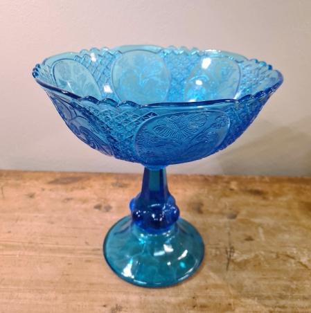 Stor blå pressglasskål på fot