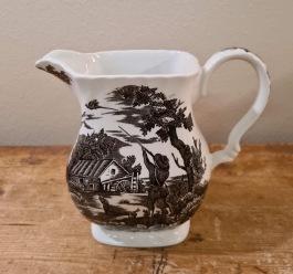 """Kanna i brunt, Myott, England - """"The Hunter"""". Höjd ca 14,5 cm. Handengraved permanent colours. Fint skick. 85 SEK"""