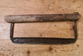 Äldre hackverktyg. Bredd (trädel) 40 cm, höjd ca 16 cm. Gott bruksskick. 80 SEK