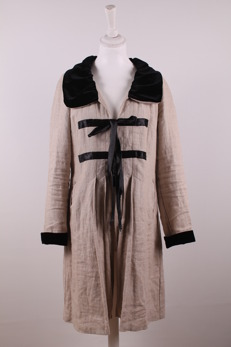 Vanja - Vanja kappa med svart sammetsdetaljer