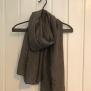 Mönstrad vårsjal - Småmönstrad sjal grå