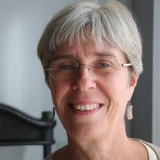 Författaren, skrivpedagogen & kulturjournalisten Angelica Ahlefeldt-Laurvig i Halland. Frilansande skribent, lektör & kursledare för blivande författare.