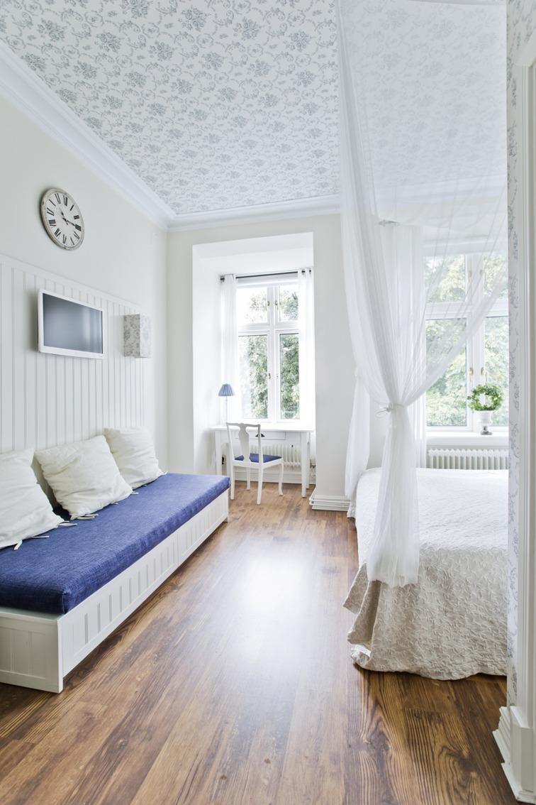Hotellrum Varberg. Charmigt stadshotell med individuellt inredda rum för dig som söker bekvämt boende på hotell eller B&B i centrala Varberg