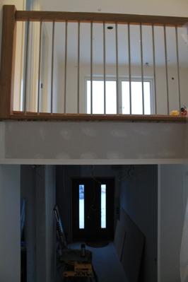 Bild från trappan mot entrén och övervåning.