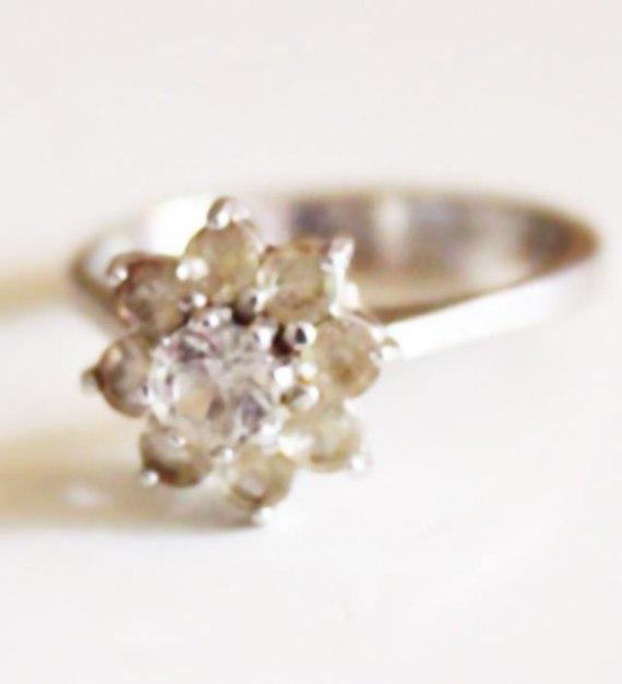 Min mormors vackra ring som jag ska ha som vigselring. Den är över 40 år gammal. Foto: Vera Waldemarsdotter
