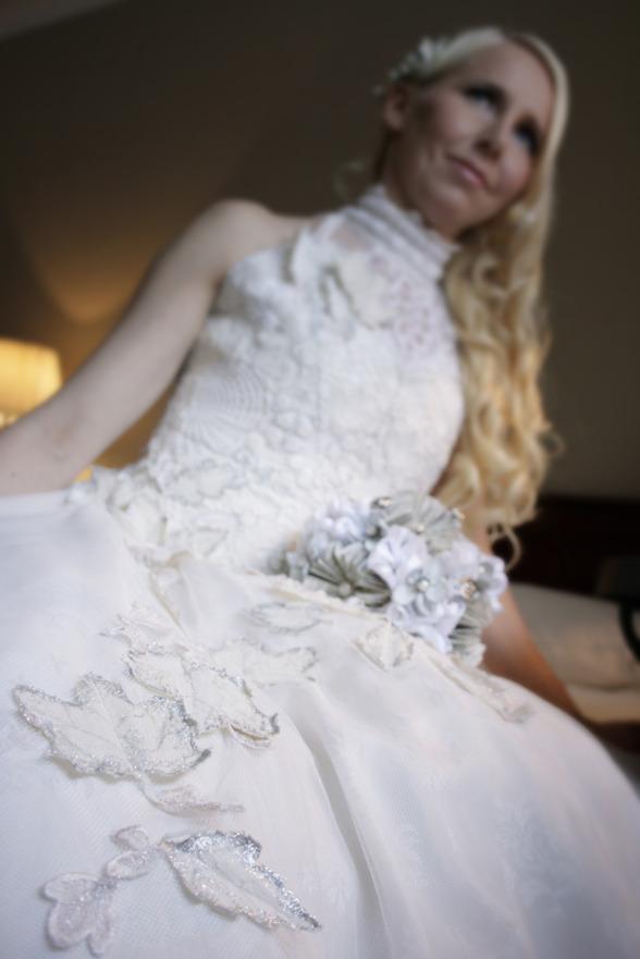 Foto: Ina Nordberg, Deformed by Ina. Klänningen Autumn Leaves är tillverkad helt i återvunnet material.