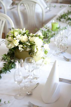 Bröllop_PernillaDavid_dukning_vitt