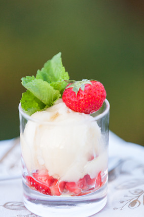 Bröllop_PernillaDavid_dessert_jordgubbar