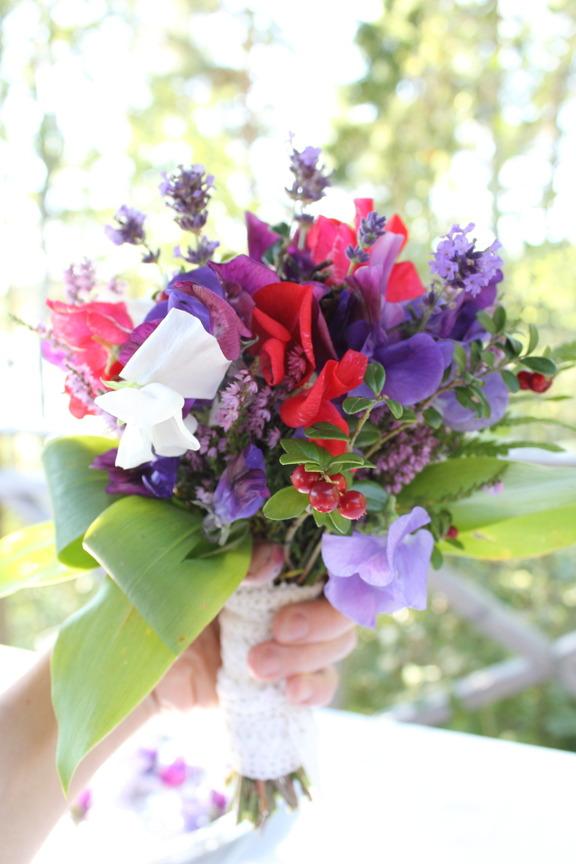 brudbukett, miljövänligt, vilda blommor, luktärtsbukett