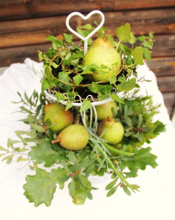 Miljövänligt fruktfat med växter och frukt via fruktförmedlingen