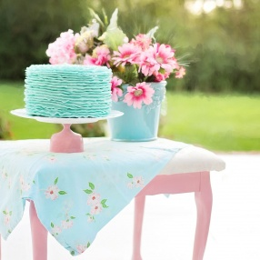 Loppisfynda vintagebord, miljövänligt sagobröllop