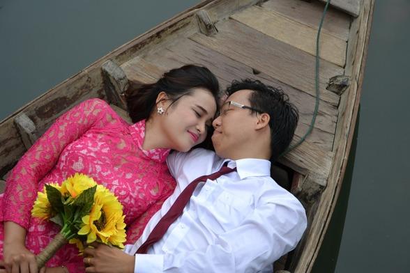ekologiskt bröllop, giftermål på sjön, solrosor i brudbuketten