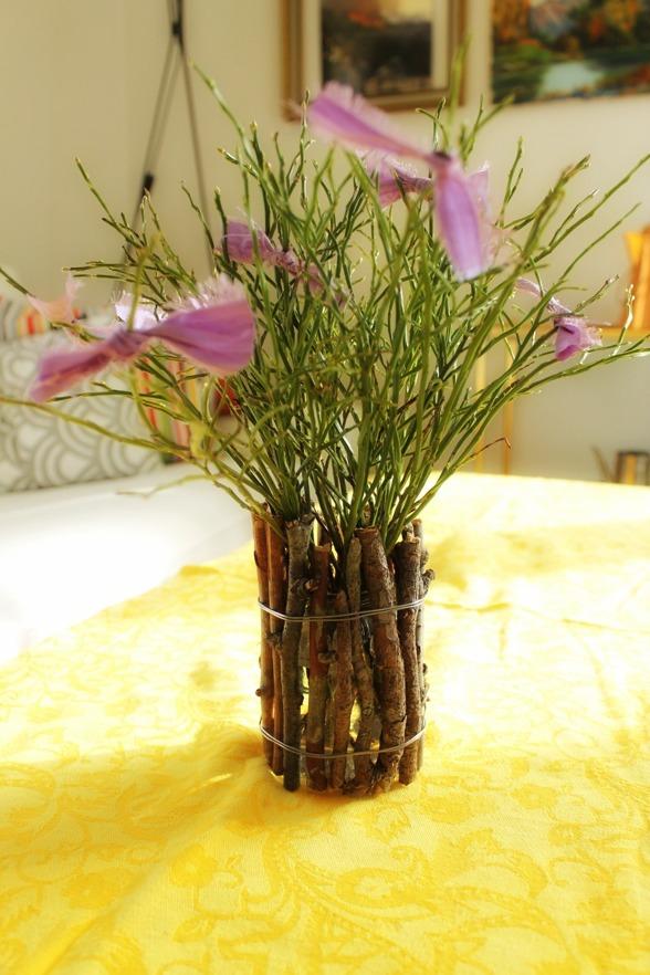 miljövänligt påskris av tygremsor & DIY-vas av glasburk