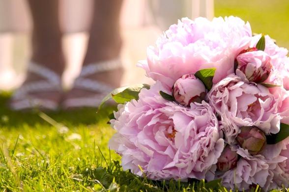 brudbukett rosa pioner