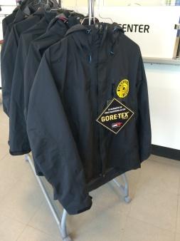 GORE-TEX® auktoriserat service center. HS-service center: lagning/ändring av GORE-TEX®-kläder, friluftskläder, MC-kläder, skidkläder, sportkläder. Kontakta HS-service.