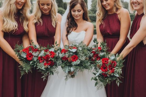 brudbukett, bukett, brud, tärna, tärnor, bröllop, inspiration, bröllopsinspiration, blommor, gerbera, röd