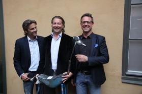 Mats, Thomas och Jens med priset som nu pryder vårt kontor.