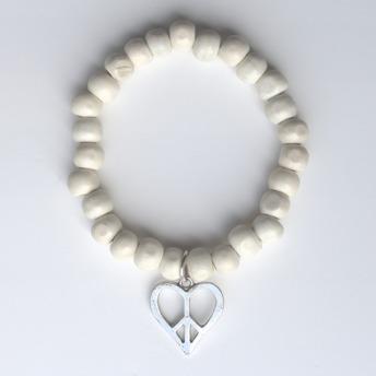 Trä armband - Ljust träarmband med hjärta.