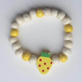 Barnarmband - Gult/trä barnarmband med en jordgubbe