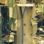 Infästningar för korvlådan monteras.