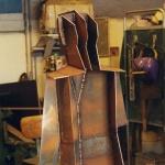 Plåtarna svetsas i bakkant för att slippa svetsskarvarna. Förstärkningar för dubbar svetsas innan ryggplattan monteras på.