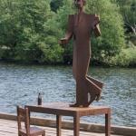 Nils Ferlin, konstnär Thomas Qvarsebo. Material: cortenstål. Uppsatt i Karlstad under 2002.