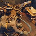 Halva objektet demonterades för att komma åt det gamla skelettet som tas bort. Gamla skulpturer är bultade nitade, alla nitarna borrades bort för att möjliggöra demonteringen. Foto Lars Epstein.